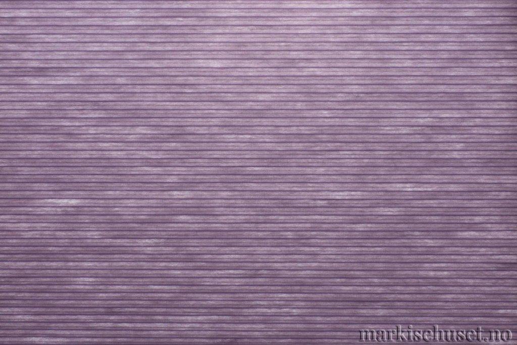 """Duette tekstil i serien Duotone 25mm. Farge: """"RichAmethyst"""". Bildet er tatt med lys bakfra."""