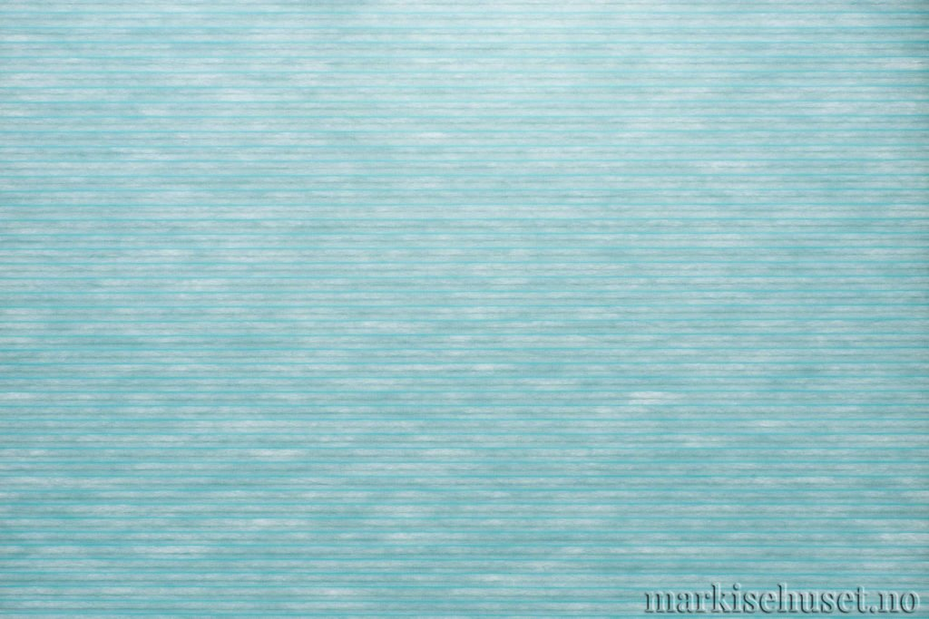 """Duette tekstil i serien Duotone 25mm. Farge: """"Turquoise"""". Bildet er tatt med lys bakfra."""