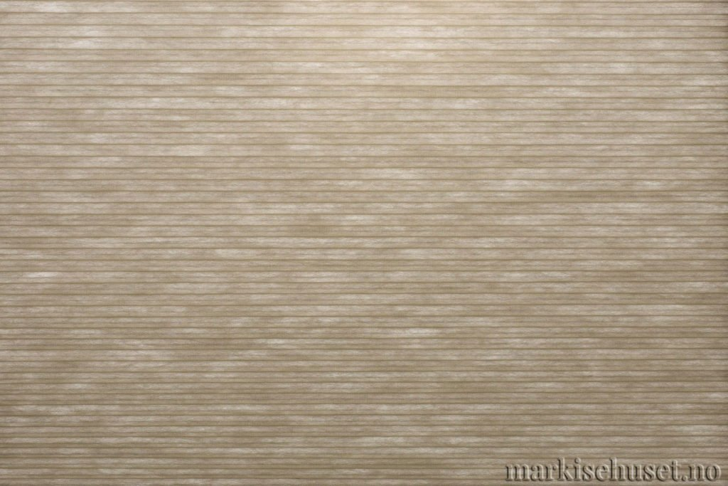 """Duette tekstil i serien Duotone 25mm. Farge: """"DistantHills"""". Bildet er tatt med lys bakfra."""
