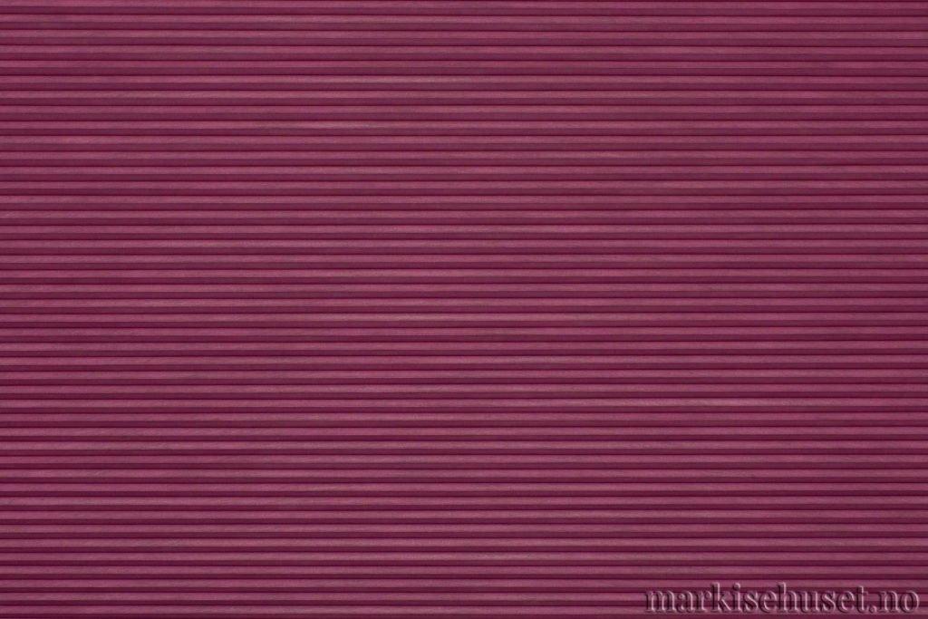 """Duette tekstil i serien Duotone 25mm. Farge: """"Mulberry Wood red"""". Bildet er tatt med lys forfra."""