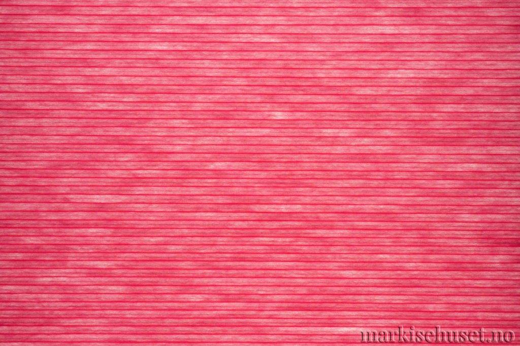"""Duette tekstil i serien Duotone 25mm. Farge: """"Red"""". Bildet er tatt med lys bakfra."""