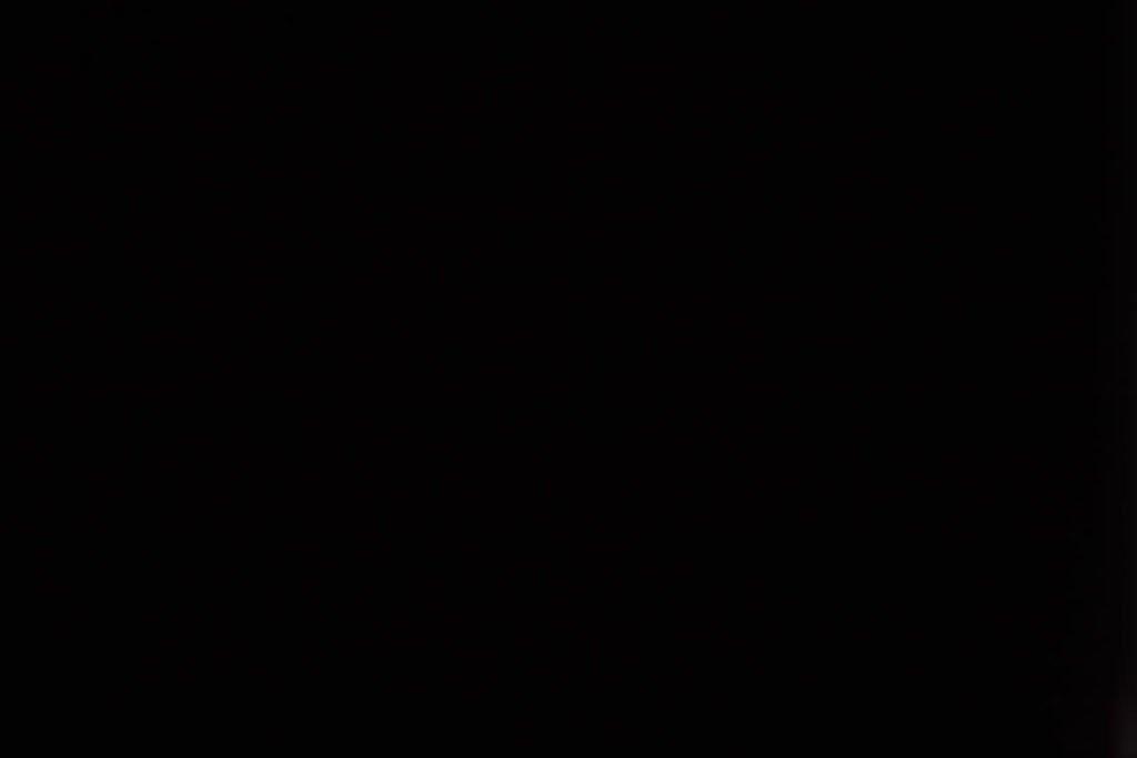 Rullegardin serien Barry Blackout 244456-0610-5, bildet er tatt med lys bakfra.