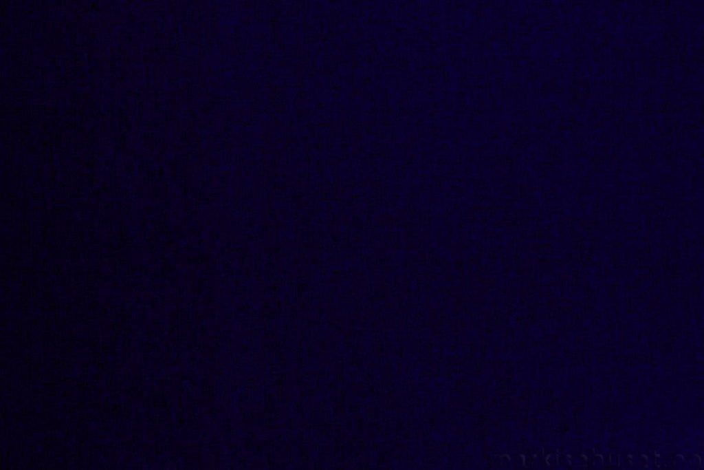 Rullegardin serien Lumina 244350-2202-1, bildet er tatt med lys bakfra.